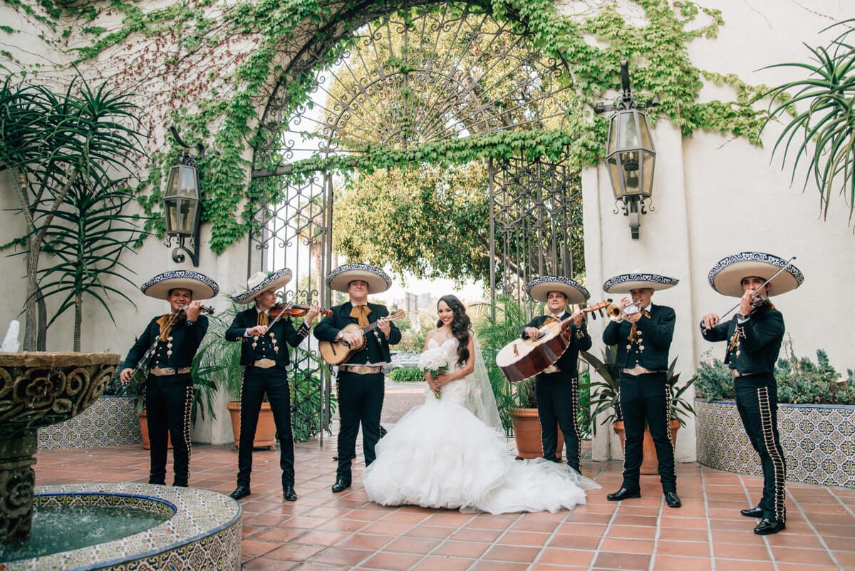 ALL Mexican wedding traditions with 130+ guide photos